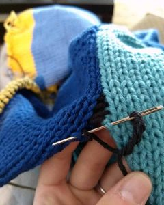 Seaming a machine knitted panel